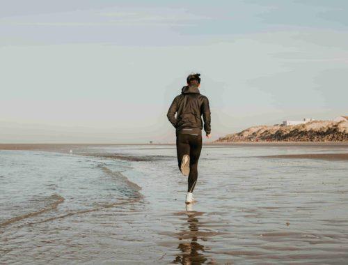 coureur sur la plage