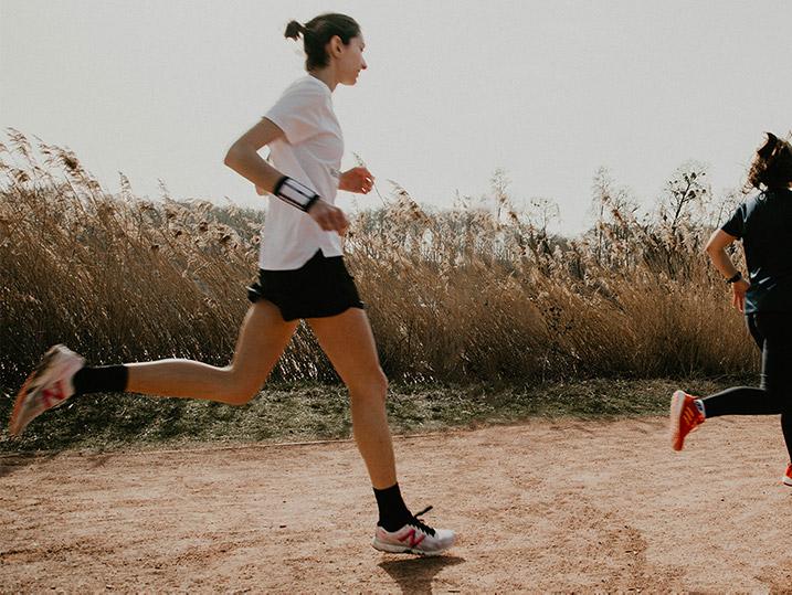 Foulée médio-pied en course à pied